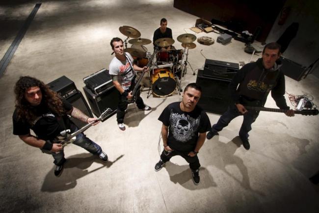 Grupo de Metal-Core LOCOTIPO