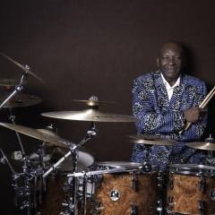 """Alex Ikot, de la """"O.N. de Guinea Ecuatorial"""" a la """"Papa Ikot Band"""": Una vida palpitante"""