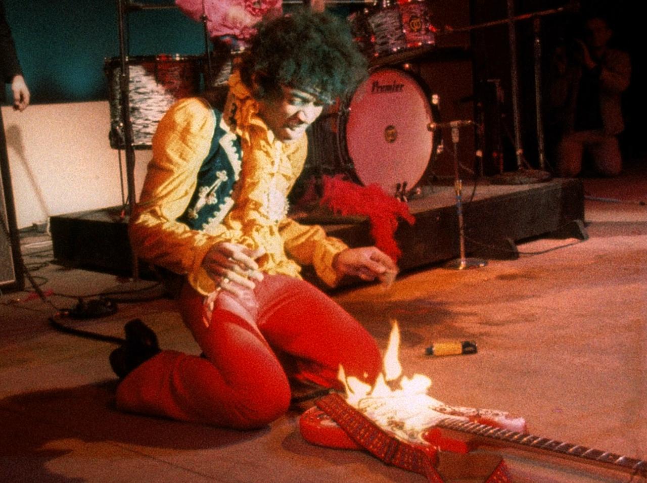 Jimi Hendrix prende fuego a su guitarra (Monterey Pop Festival - 1967)