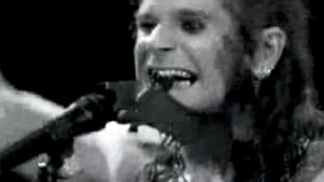Ozzy Osbourne arranca de un bocado la cabeza de un murciélago